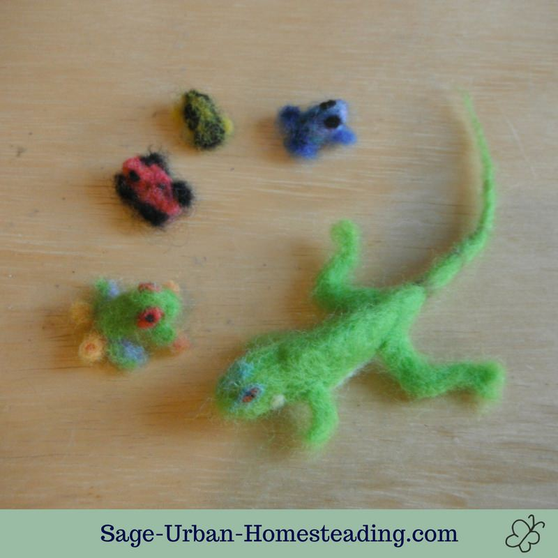 needle felted tropical frogs and iguana