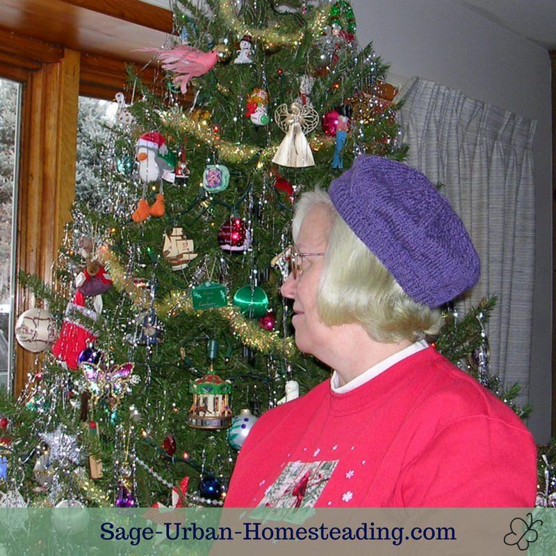 knit beret at Christmas tree